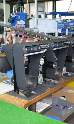 Paketsortierungsanlagen bei der Montage